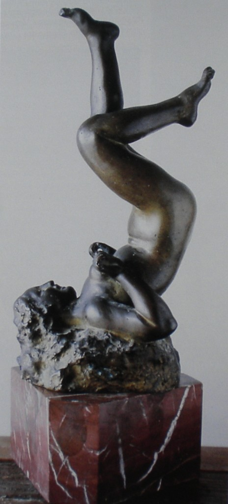 fig. 10 - Vincenzo Jerace - Acrobazia -bronzo - firmata e datata 1938 -  Napoli collezione privata