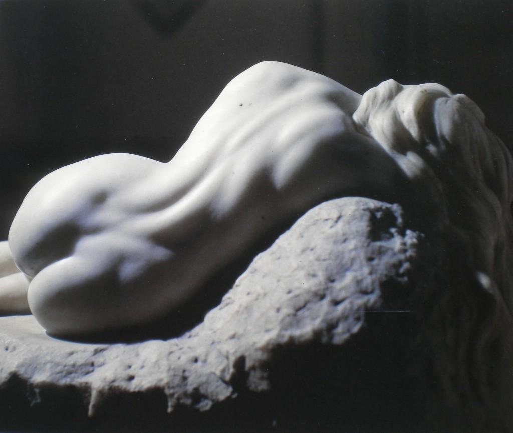 fig. 12 - Luigi de Luca - Danaide - marmo - 47 - 77 - 38 - firmata e datata 1927 - Napoli circolo artistico politecnico