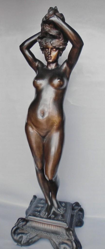 fig. 8 - Giovan Battista Amendola - Venere che si avvolge la chioma  - 1886 circa - bronzo - 85 - 26 - 26 - Roma collezione Chines