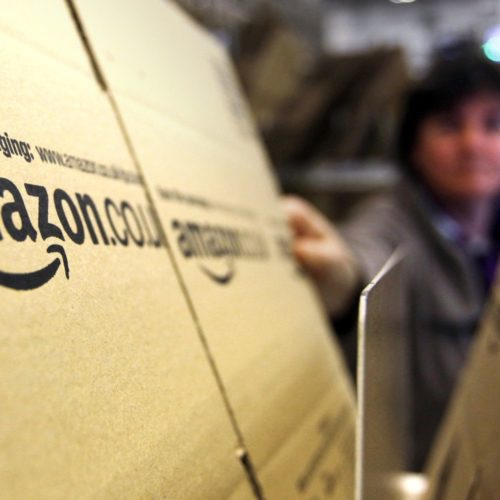 Apre a Milano il pop up store di Amazon