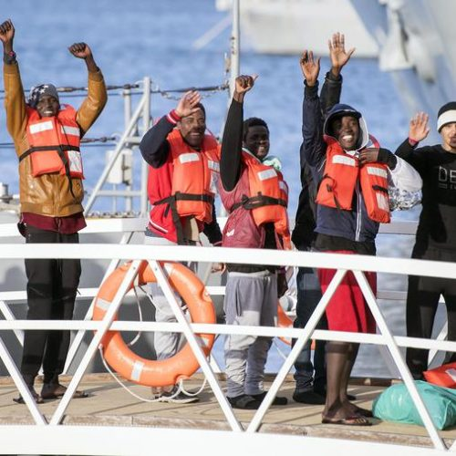 MIGRANTI , BLITZ SULLA NAVE SEA WATCH