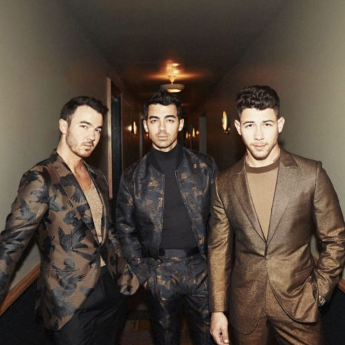 "JONAS BROTHERS – DISPONIBILE ORA ""XV"" CON I NUOVI BRANI ""X"" FEATURING KAROL G E ""FIVE MORE MINUTES"""